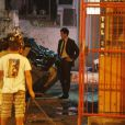 Félix (Mateus Solano) se prepara para abandonar a sobrinha, em cena de 'Amor à Vida'