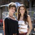 Bruna Marquezine posa com Dani Moreno em gravação de 'Salve Jorge'