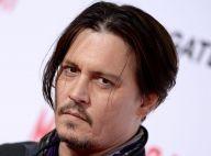 Johnny Depp coloca pino na mão após acidente no set e atrasa filmagens por 1 mês