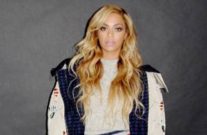Beyoncé aposta em look casual e pernas de fora em desfile da grife Chanel, em NY
