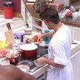 'Eu gostaria muito de fazer algo relacionado a este assunto, me sinto bem fazendo comida', diz Rafael Licks