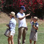 Reese Witherspoon volta a ser loira e exibe novo visual em passeio com o filho