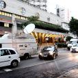 Equipes de televisão fazem plantão na frente do hospital Sírio-Libanês para ter notícias atualizadas sobre o estado de saúde do cantor