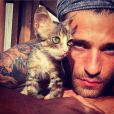 Bruno é um amante dos animais: ' Minha Sardinha!   #adote     #cat     #desabandone     #férias '
