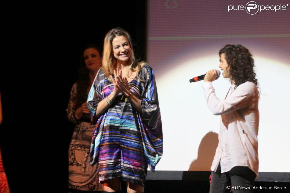 Luana Piovani ganha troféu de Melhor Produção pela peça 'Mania de Explicação' no  Prêmio Zilka Sallaberry de Teatro Infantil, no Rio de Janeiro, em 7 de abril de 2015