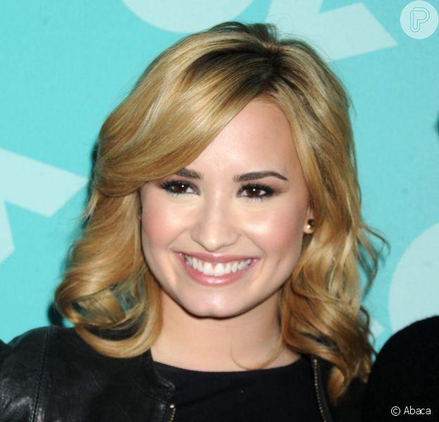 Demi Lovato terá que retirar as amígdalas, em 21 de maio de 2013