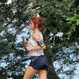 Bruna Linzmeyer exibiu novo visual enquanto corria pela Lagoa Rodrigo de Freitas, Zona Sul do Rio, neste sábado, 25 de abril de 2015