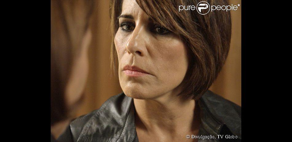c4cb27e694 Beatriz (Gloria Pires) consegue sair da prisão com uma ordem de soltura  conseguida por