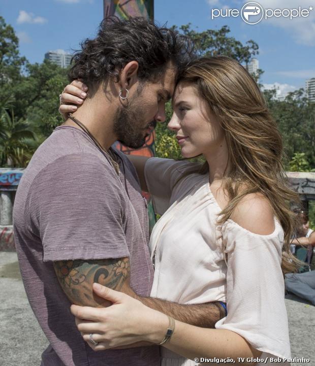Ninho (Juliano Cazarré) e Paloma (Paolla Oliveira) se beijam, após ficarem 12 anos separados, em 'Amor à Vida', em 3 de junho de 2013