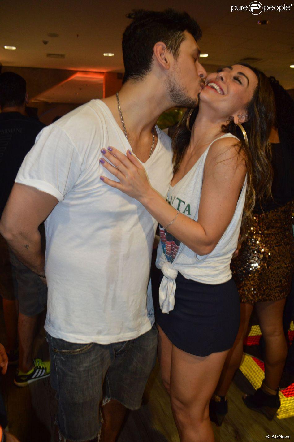 Sabrina Sato e João Vicente de Castro terminam namoro: 'O amor permanece', informou o colunista Leo Dias durante o programa 'TV Fama', desta terça-feira, 19 de maio de 2015