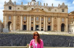 Marina Ruy Barbosa é clicada em frente ao Vaticano em viagem pela Itália