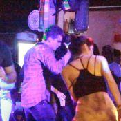 Thiago Fragoso dança até o chão durante festa de diretora da novela 'Babilônia'