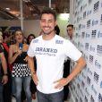 Cauã Reymond marcou presença na 8º edição da Beauty Fair, em 9 de setembro de 2012, em São Paulo. Na ocasião, o ator foi cercado por mulheres