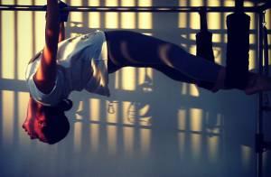 Isis Valverde não descuida do corpo e faz aulas de pilates durante as férias