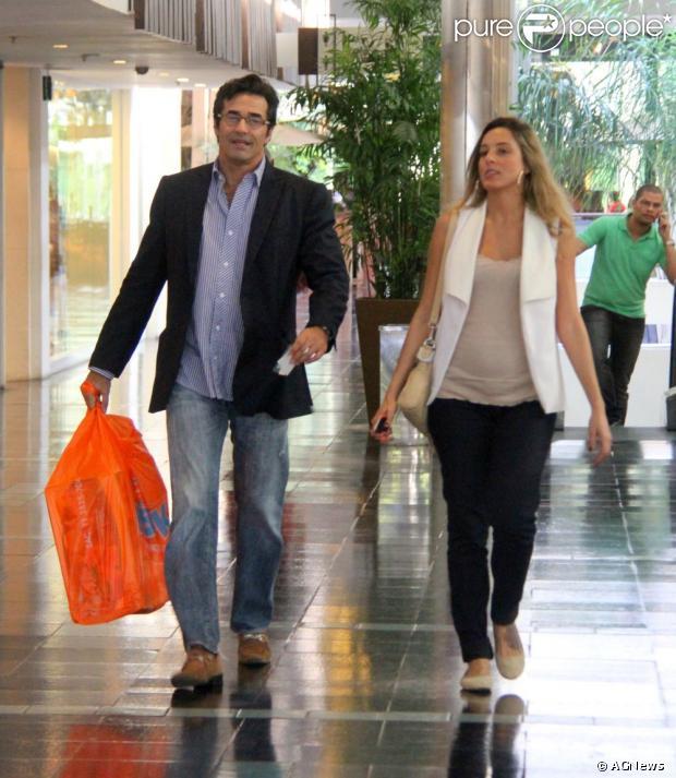 Luciano Szafir será papai pela segunda vez. Sua namorada, Luhanna Melloni, está grávida. A informação foi confirmada na manhã desta segunda-feira, 10 de junho de 2013