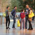 Sophie Charllote e Daniel de Oliveira curtiram um passeio pelo shopping Village Mall, na Barra da Tijuca, Zona Oeste do Rio de Janeiro, nesta segunda-feira, 15 de junho de 2015