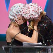 Nicole Kidman beija Naomi Watts em premiação na Califórnia. Veja fotos!