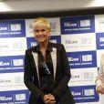 Xuxa também apareceu vestindo uma roupa mais confortável, bem diferente do estilo que usava na Globo durante evento