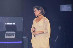 Grávida, Deborah Secco usa vestido larguinho e deixa as pernas de fora em evento
