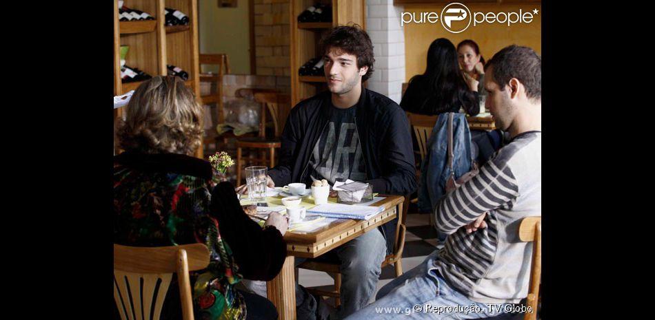 Fafy Siqueira e Humberto Carrão gravam cena de 'Sangue Bom' em externa
