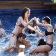 Atrizes de 'Malhação' exibem boa forma na piscina no capítulo exibido nesta quinta-feira, 19 de junho de 2015