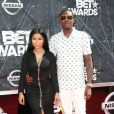 Nicki Minaj posa ao lado do namorado Meek Mill no BET Awards 2015