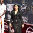 Nicki Minaj usou vestido Givenchy e sapatos Tom Ford para o BET Awards 2015