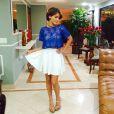 Isabella Santoni veste saia e blusa da marca R.D.Lay