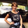 Isabella Santoni também combina calça e camiseta em seus looks
