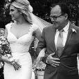 Louise D'Tuani foi levada ao altar pelo pai, Antonio Augusto, em seu casamento com o humorista Eduardo Sterblich, nesta quarta-feira, 1º de julho de 2015