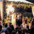Casamento de Louise D'Tuani e Eduardo Sterblitch aconteceu em uma mansão no Rio de Janeiro e teve festa para 400 pessoas
