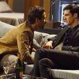 Félix (Mateus Solano) abre o jogo e declara que quer mais que amizade de Jacques (Julio Rocha), em cena de 'Amor à Vida'