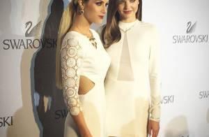 Giovanna Ewbank posa com Miranda Kerr e usa look PatBo em evento da Swarovski