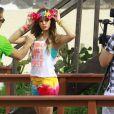 Bruna Marquezine faz bico durante sessão de fotos,  na Prainha, Zona Oeste do Rio