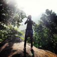 Bruna Marquezine posta foto em seu Instagram usando câmera de fotógrafo