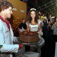 José Loreto surpreendeu a atriz com um bolo em comemoração ao aniversário da amada, no último dia 16