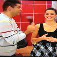 Bruna Marquezine conversa ao vivo com Fátima Bernardes e diz que não viu problema no beijo irônico que Neymar mandou em campo para um jogador  uruguaio . A atriz garante que o craque pode fazer o que quiser em campo