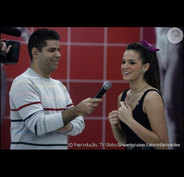 Bruna Marquezine participa do 'Encontro com Fátima Bernardes' e fala sobre o futuro do namoro com Neymar, após contratação do Barcelona: 'Não sei como vai ser'. A atriz comentou o assunto em 27 de junho de 2013