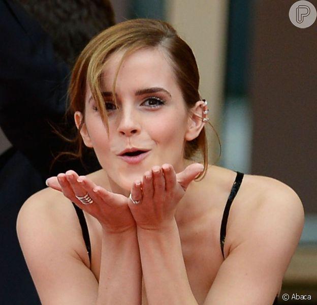 Humilde! Emma Watson disse em entrevista ao programa de rádio 'Radio Times' que só tem 'oito pares de sapatos'. Mas as fotos dizem o contrário. Veja alguns dos vários calçados da atriz hollywoodiana