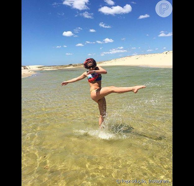 Isabella Santoni publicou nesta quinta-feira, 30 de julho de 2015, mais um registro de suas férias no Ceará. Só de biquíni, a atriz arrancou elogios dos fãs