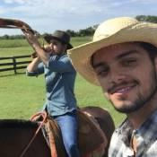'Estrelas': Rodrigo Simas e Daniel Rocha cavalgam e tocam boiada no Pantanal