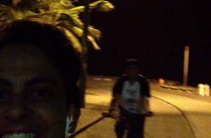 Thammy Miranda se diverte em passeio de bicicleta com amigos: 'Vamos, time'