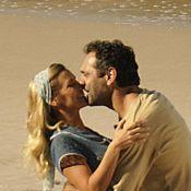 'Joia Rara': Veja fotos do 1º beijo de Carolina Dieckmann e Domingos Montagner