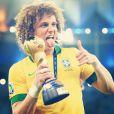 Fred corta os cabelos e brinca com a cabeleira de David Luiz e Dante Bahia: 'Sigam o exemplo'
