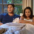 Mesmo dormindo juntos, Isabel (Thaíssa Carvalho) e Amadeu (Dudu Azevedo) nunca assumiram o namoro oficialmente, em 'Flor do Caribe'