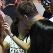Fábio Assunção e Carol Macedo trocam beijos no Rock in Rio: 'Sem rótulo'