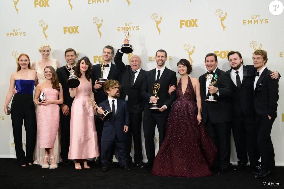 A série 'Game of Thrones' bateu o recorde e venceu em quatro categoria no Emmy 2015, realizado na noite de domingo, dia 20 de setembro de 2015, em Los Angeles