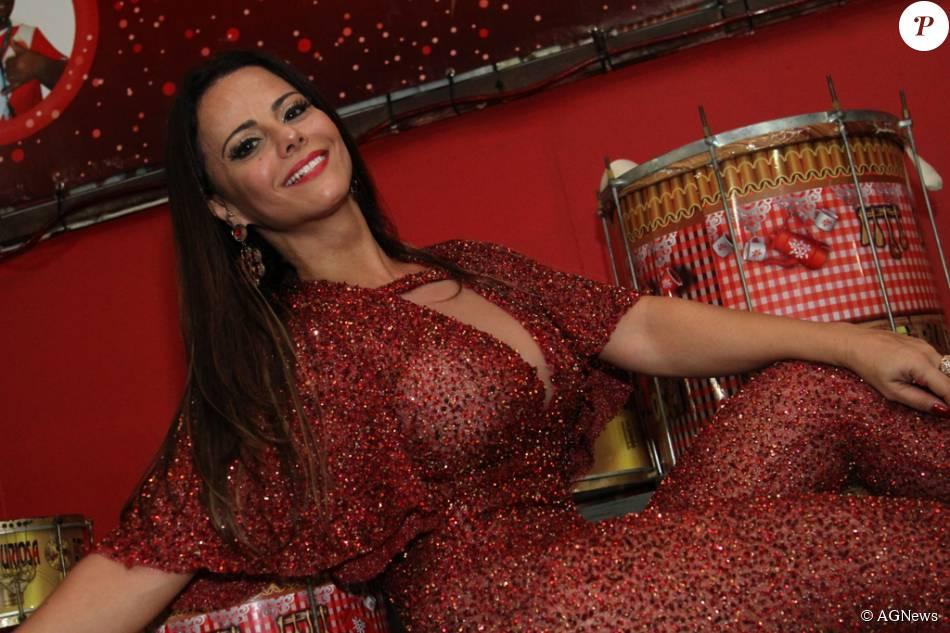 Viviane Araújo tem motivos de sobra para comemorar sua participação no 'Dança dos Famosos', do 'Domingão do Faustão', da Rede Globo. Além de lidar o ranking feminino, a atriz emagrecer 3 kg com os ensaios e apresentações