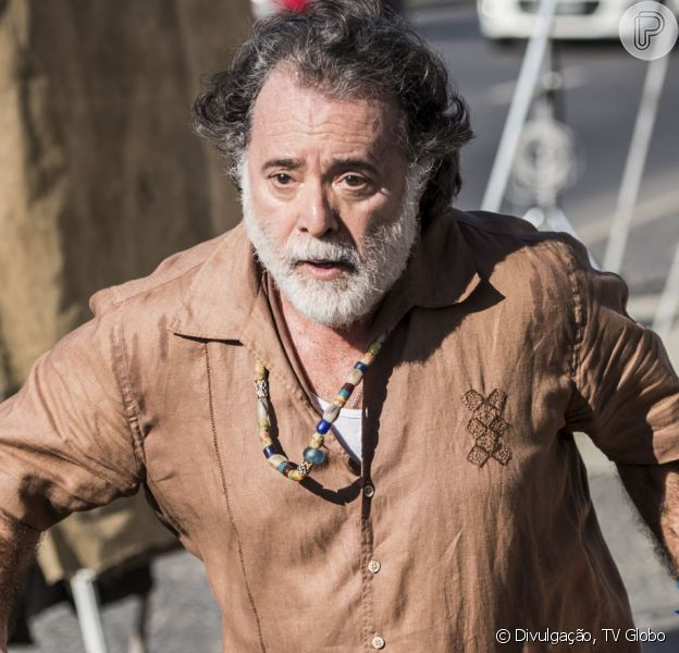 Zé Maria (Tony Ramos) é capturado por policiais, mas consegue fugir, na novela 'A Regra do Jogo', em 2 de outubro de 2015