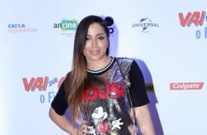 Anitta volta a se criticar em foto tirada em evento: 'Parece que engoli um ovo'
